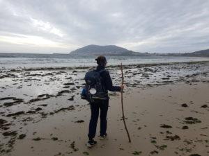Die letzten Kilometer auf dem Weg nach Finisterre führen am großen Strand entlang
