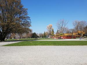 Chinagarten rechts und große Wiese