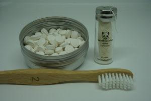 Zahnputztabletten, vegane Zahnseide und Bambuszahnbürste