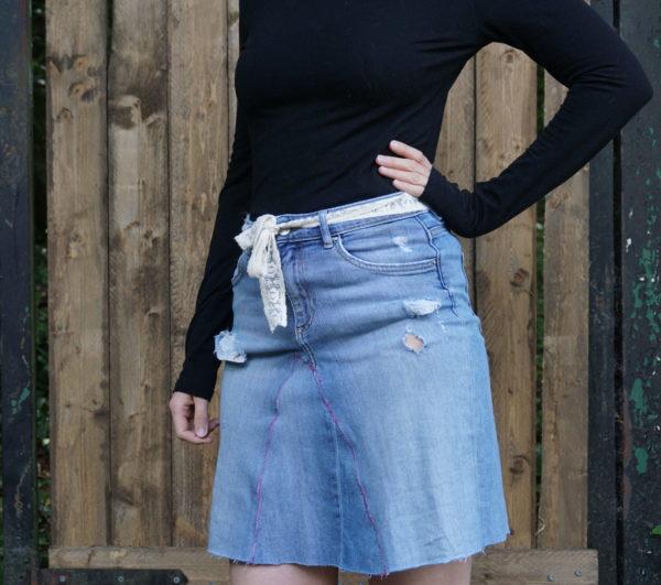 Upcycling: Alte Jeans wird zu neuem Rock