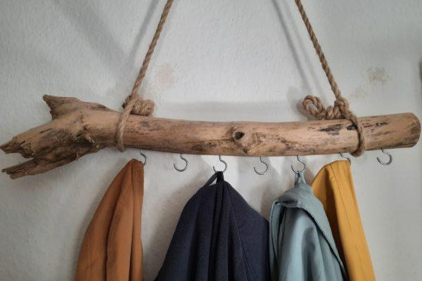 Garderobe aus Treibholz selber bauen – einfach und schnell
